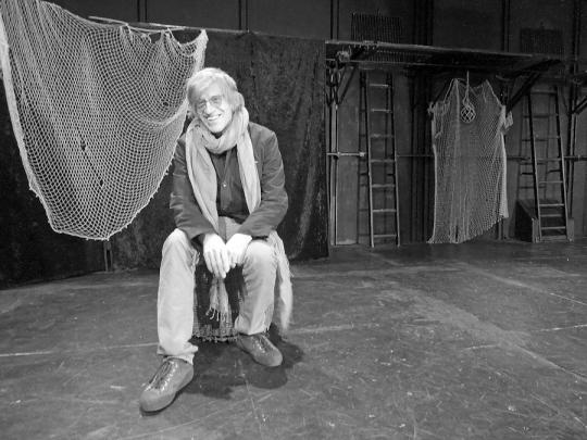 Peter Seelig in the theater Espace Marais Paris  Photo by Maia Citterio