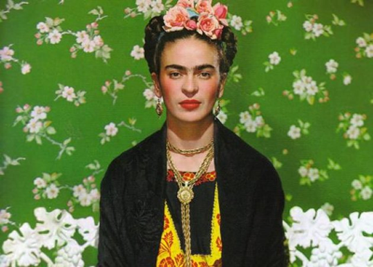 Frida Kahlo http://www.biobiochile.cl/2012/11/22/frida-kahlo-un-estilo-mexicano-que-inspiro-a-la-moda-internacional.shtml