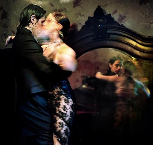 Tango mirrored
